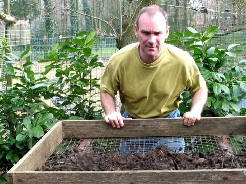 zelf, composteren, compost, maken, uitleg, compostvat, composthoop, aanleggen, aanleg, ontwerpen, tuin, tuinplan, sorteren, soorten, afval, kiezen, tuin, tuinafval, takken, verhakselen