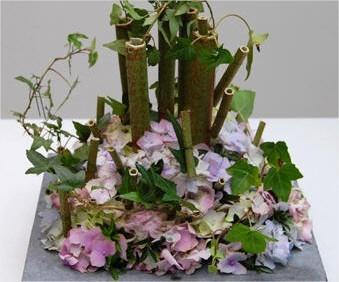 Eenvoudig maar toch leuk bloemstukje zelf maken met hortensia en polygonumstokken bloemen knutselen als hobby