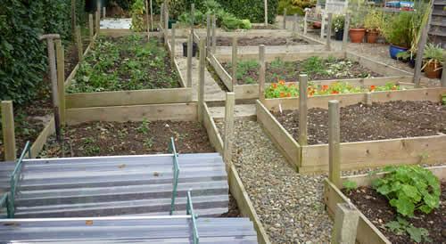 Werken in de tuin, tuinklussen, tuinonderhoud april, tuinplanning begin april, tuin lenteklaar maken