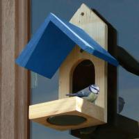 Wat zijn raamvoederhuisjes en waarvoor dienen ze?