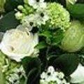 Klassiek tafelstuk in wit en groen