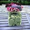 Boeket bloemen lineair verwerken in een bundel met takken tot een romantisch bloemstuk