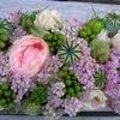 Tafelstuk met bloemen uit de tuin