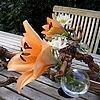 Takkendecoratie met snijbloemen in bolvaasjes