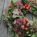Herfstkrans met materialen uit de tuin