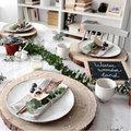 Feestelijke tafels met groendecoratie