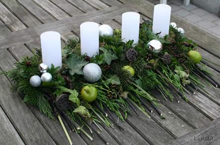 mooie alternatieve adventskrans. Zelf gemaakt bloemstukje