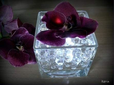 Eenvoud siert: bloemstuk met ledjes