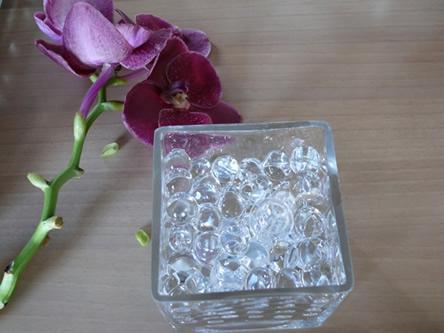 Bloemschikcursus online. Ledlampjes onderwater bij bloemstuk
