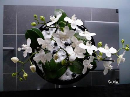 Schaal met orchideeën en ledverlichting