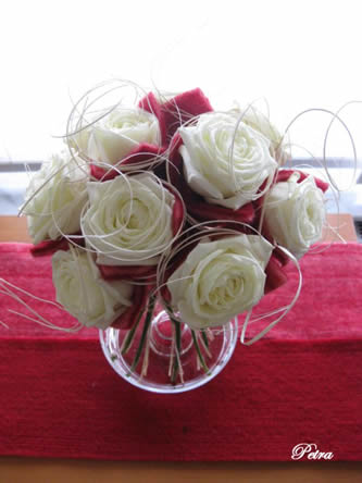 bloemsierkunst met vilten rozen