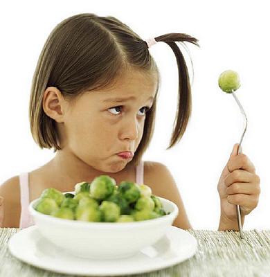 kinderen leren groenten te eten zoals spruitjes