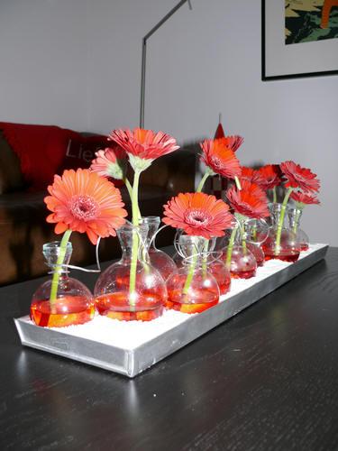 Valentijn bloemstuk maken in glazen vaasjes voor uw Valentijntje