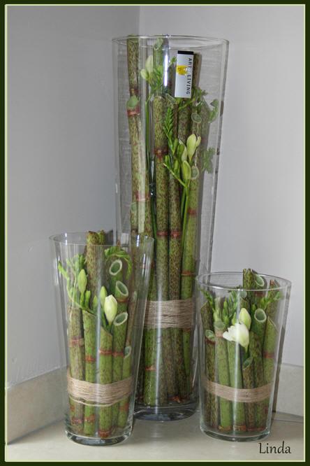 polygonumstokken in een vaas met bloemen