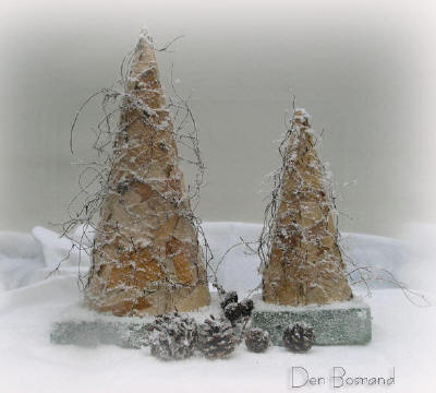 Kegels beplakt met berkenschors zorgen voor kerstsfeer