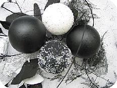 Zwart Wit Kerstdecoraties : Kerststuk maken met eenvoudige bloemschikmaterialen modern