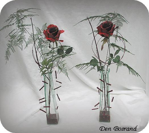 rode rozen in bloemenvaasjes schikken voor valentijn