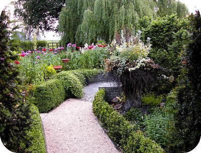 Hout beton schutting zelf tuin aanleggen voorbeelden for Tuin aanleggen tips