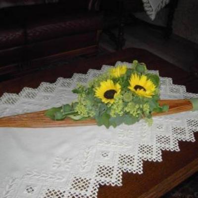 Wilgentenen met zonnebloemen.