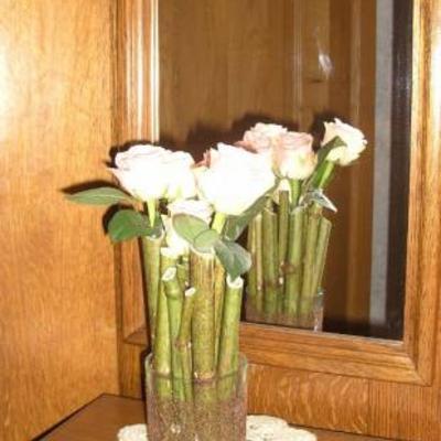 Polygonumstokken en rozen