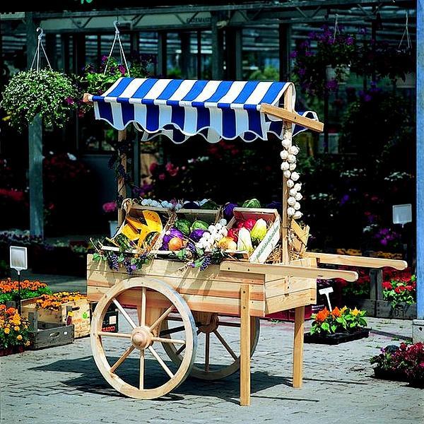 Houten marktwagen met luifel blauwwit