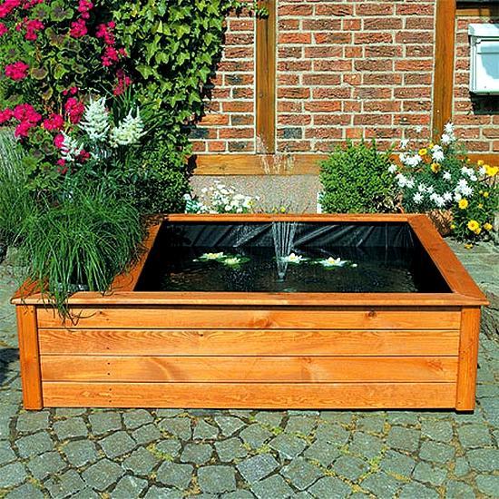 Verhoogde vijverbak met fontein en plantenbak