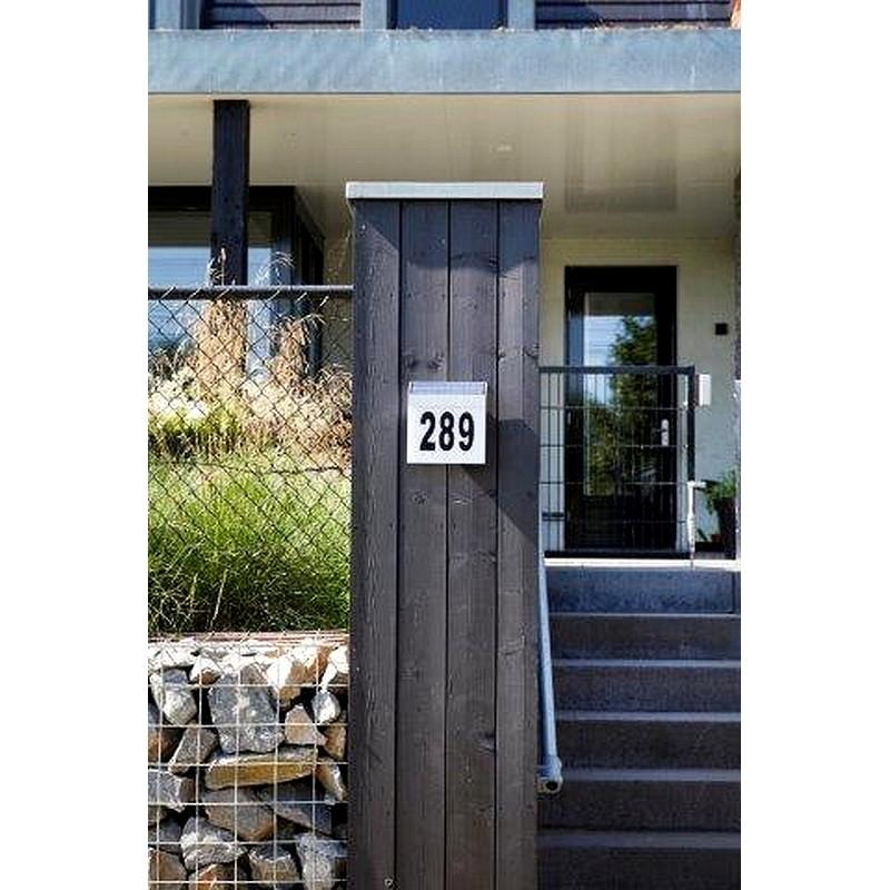 Huisnummer met solarlicht