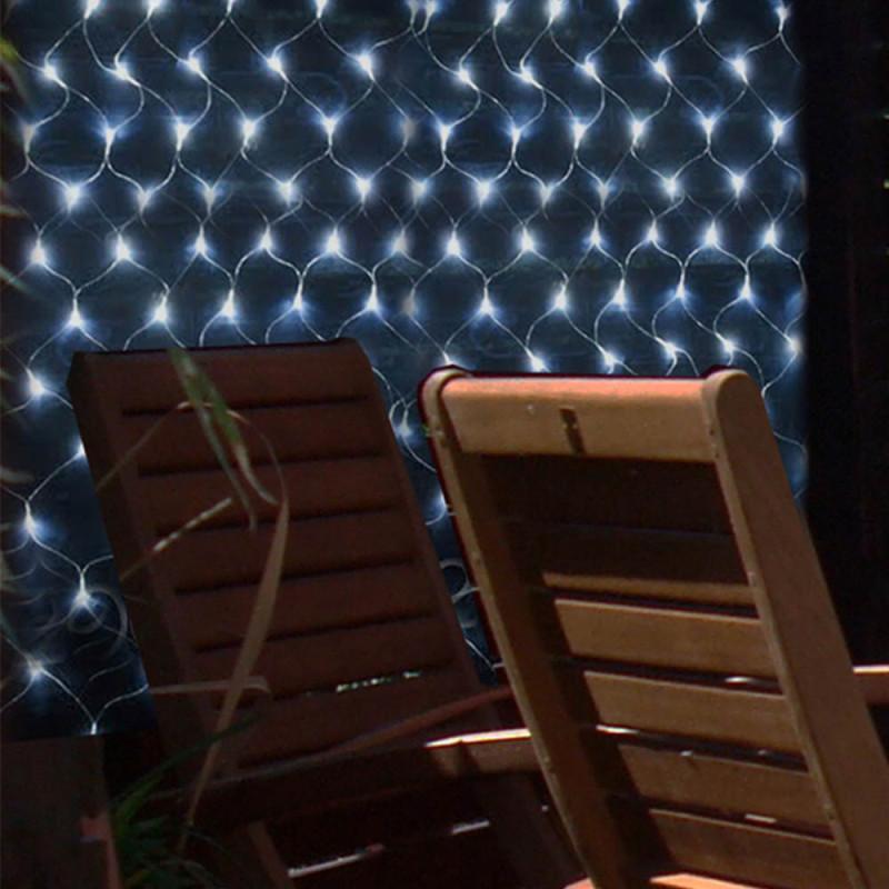 Net met 105 ledlampen op zonneenergie