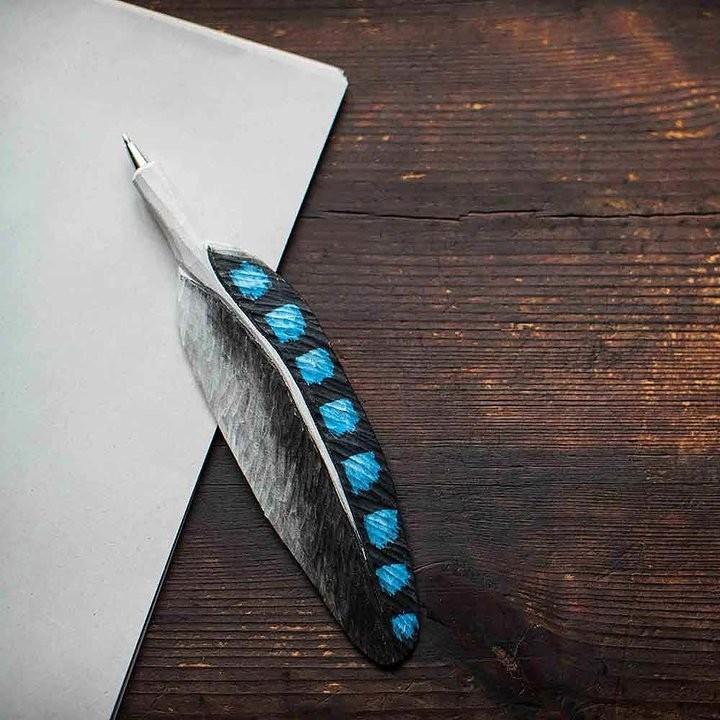 Pen met vogelveer