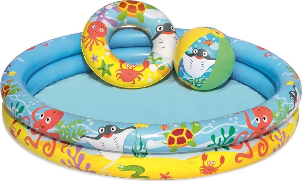 Zwembad met zwemband en bal