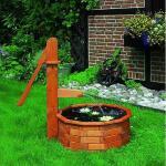 Houten waterpomp met trog