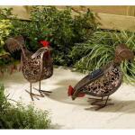 Koppeltje kippen met verlichting op zonne-energie