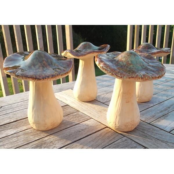 Beeld van grote paddenstoel voor in de tuin stenen paddenstoel als tuindecoratie for Tuin decoratie met stenen