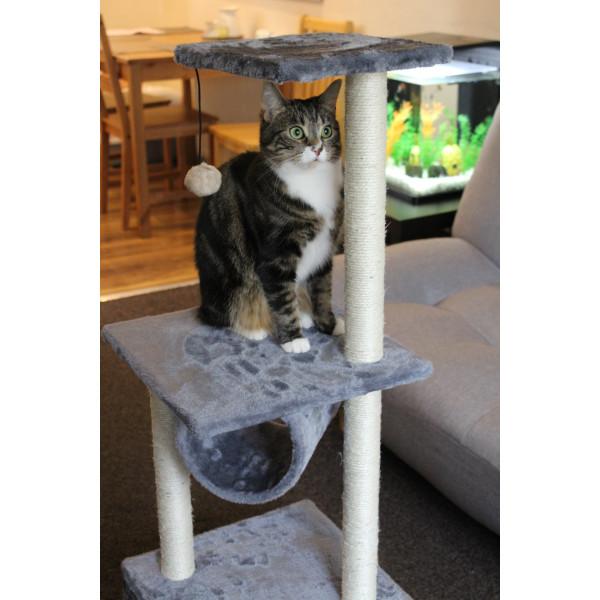 Speeltoren voor kat met krabpalen