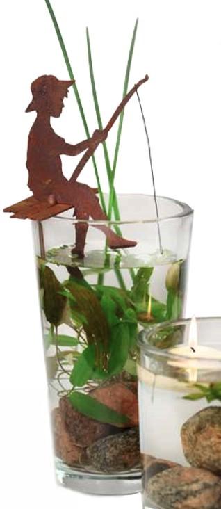 Visser zittend op steigerdecoroest