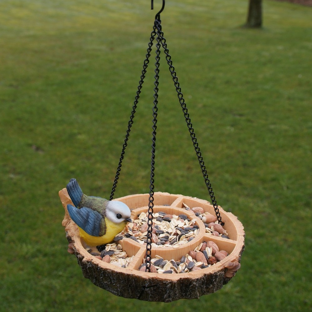 Voederschaal met vogelhangend
